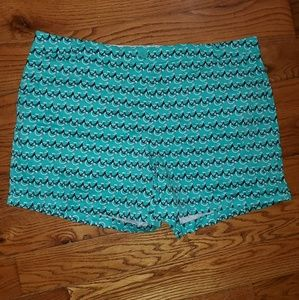Crown & Ivy 24W Shorts